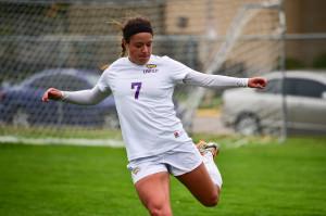 Sarah Vitale, senior midfielder. Photo by Jack McLaughlin.