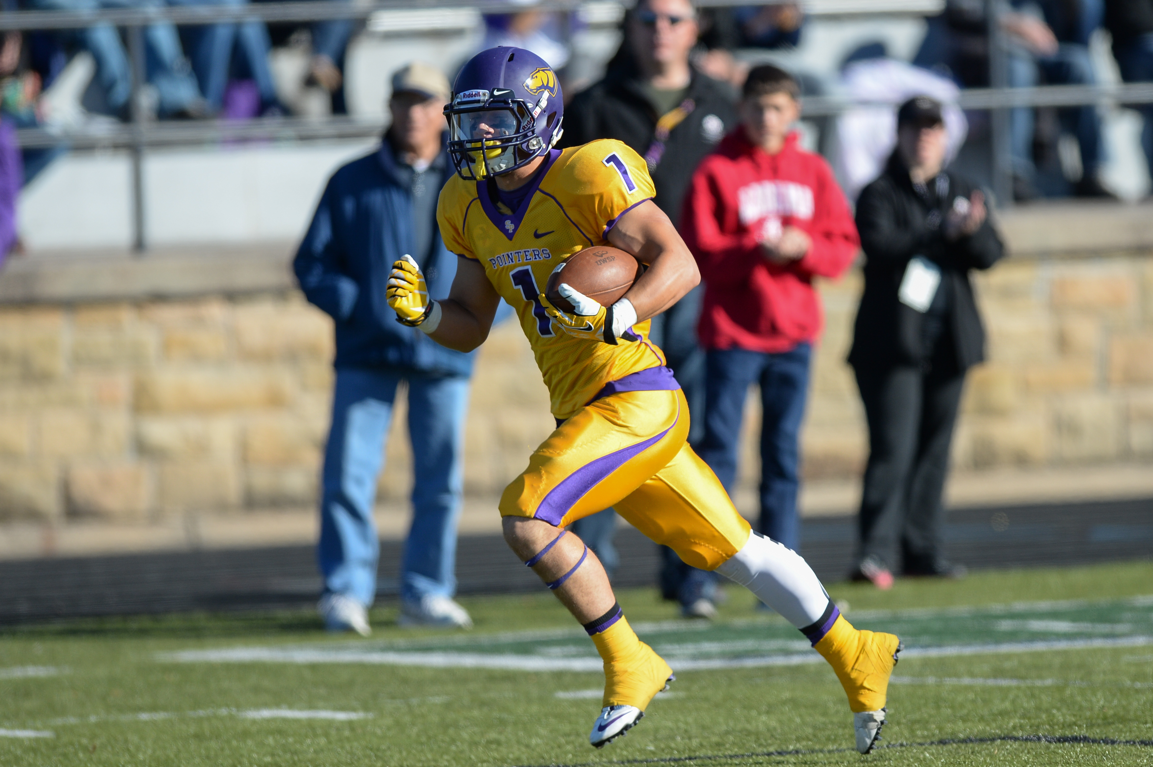 UWSP Football Improves to 5-0 | The Pointer