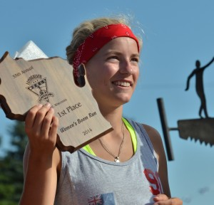 Meredith Ingbretson displays her award after claiming her second world title in the Women's Boom Run last year. Photo by Darlene Prois.