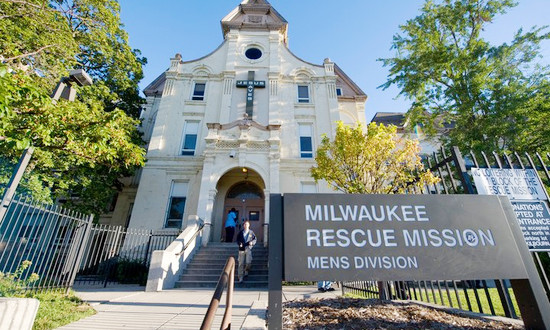 Milwaukee Service Trip Impacts Students