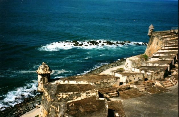 Old Morro Castle in Havana is one of the attractions students will be able to see when they study  abroad in Cuba. Photo by Jessenia Pagán via The Wikimedia Foundation. 